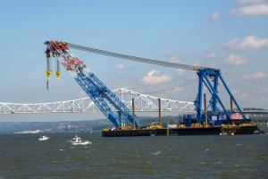 World Largest Crane on the Tappen Zee Bridge (Angel Franco, New York Times)